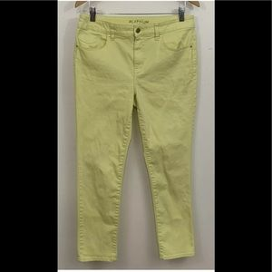 CHICO'S PLATINUM YELLOW ANKLE JEANS 0.5